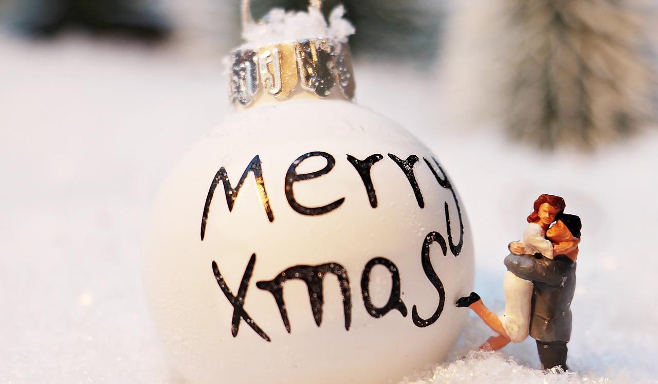 christmas-bauble-1872135_1280
